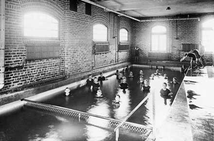 Children in the pool, 1908