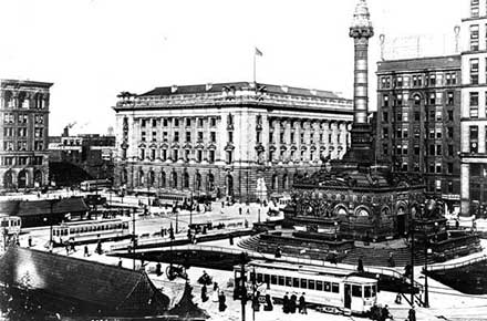 Trolley Cars at Public Square, Cleveland, Ohio in 1912.