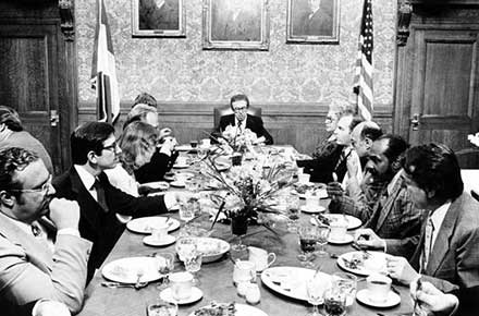 Ralph J. Perk dines with cabinet members and aides, 1977