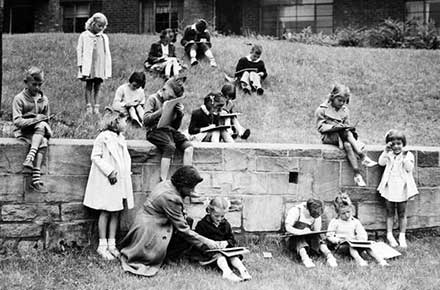 Children drawing at Lakeview Terrace public housing project, 1940.