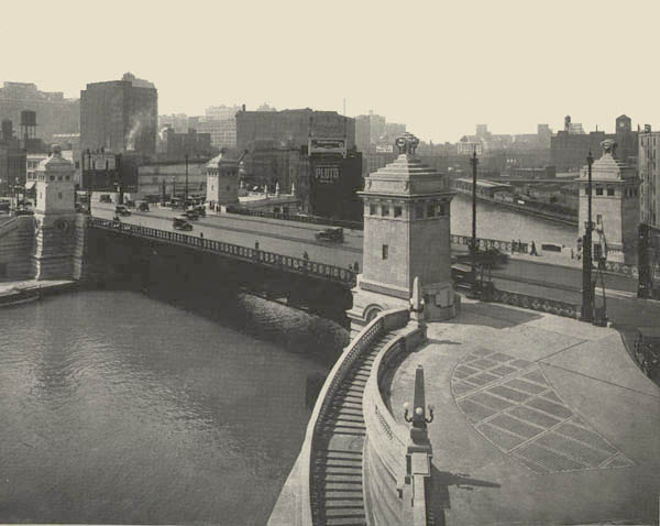 Thumbnail of the Bascule Bridge over Chicago River on Michigan Ave